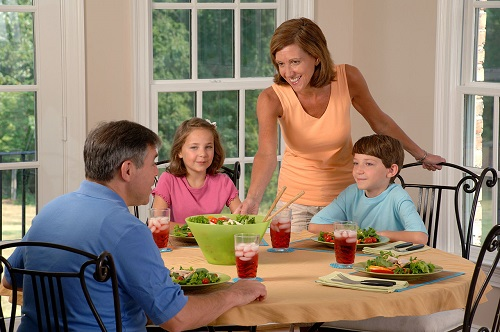 Family_eating_lunch__1_