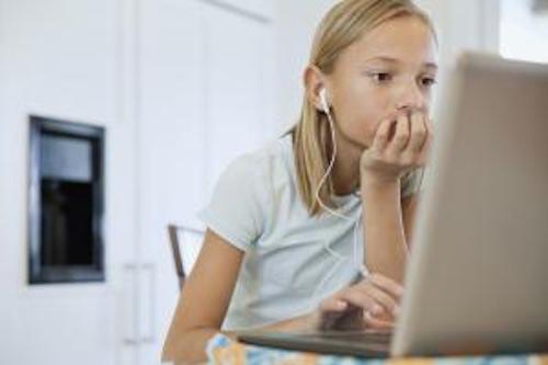 girl-using-laptop