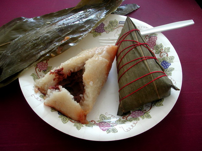 Zongzi by Allen T Chang - Wikimedia Commons