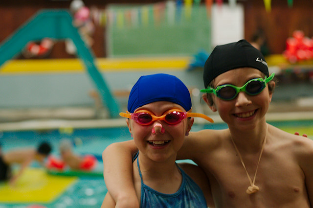 kids-swimming-goggles