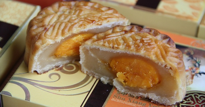 Mooncake with eggyolk