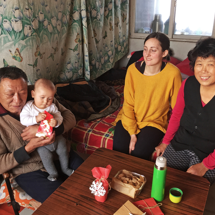chinese-grandparents-good-childcare-option-03