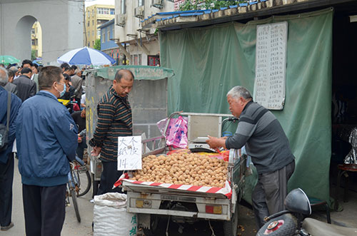 selling-walnuts-Public-domain