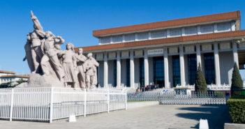 Mausoleum_of_Mao_Zedong_and_sculpture credit Morio via Wikimedia Commons 772x336